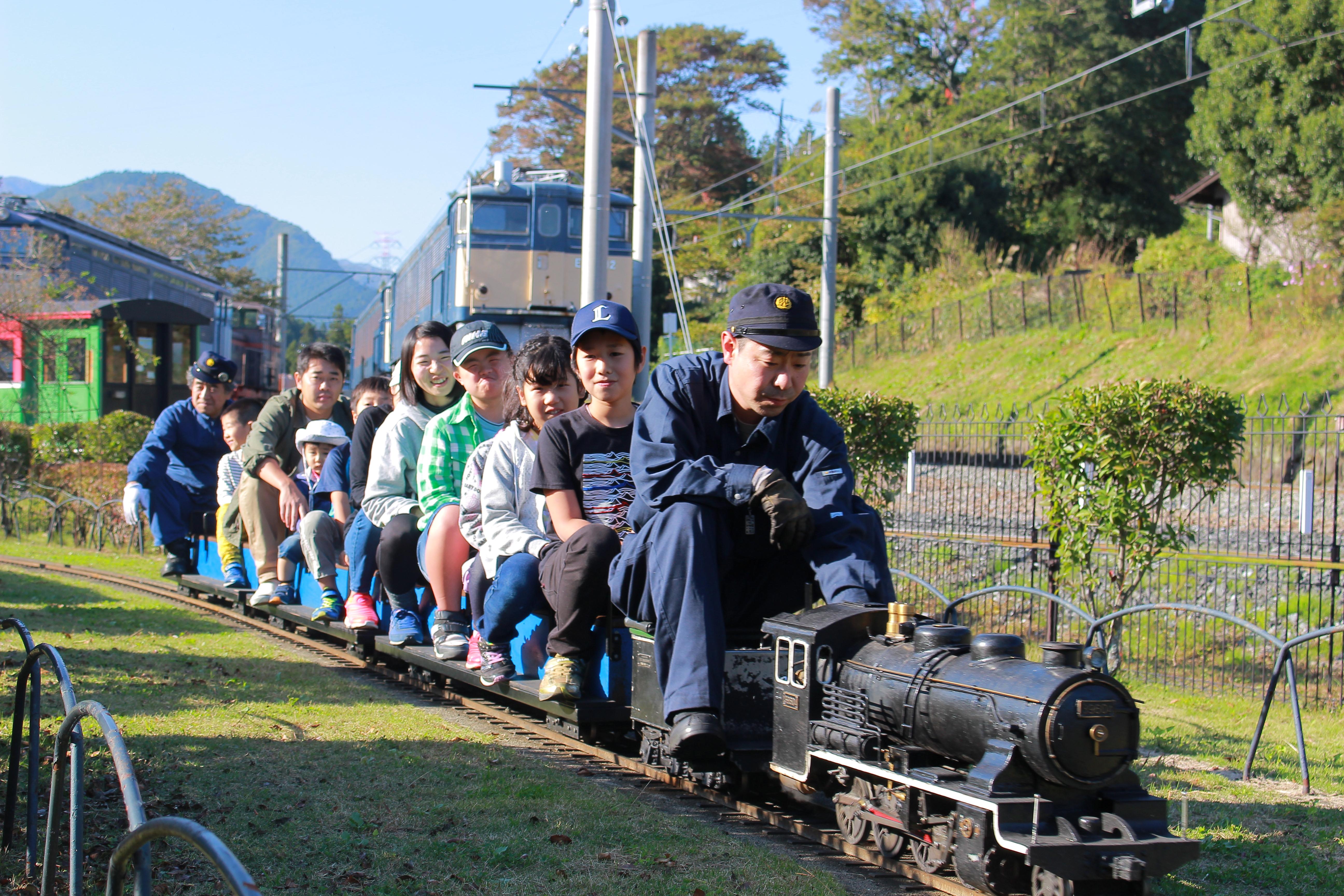 横川ハイキング 鉄道文化村 ミニSL。