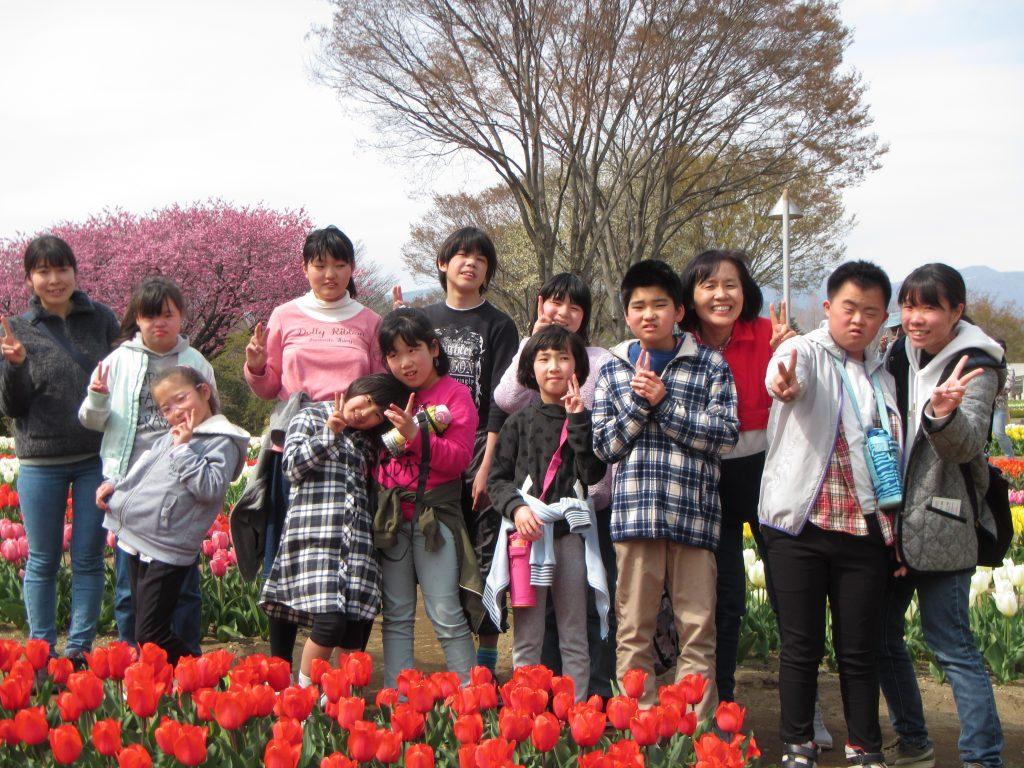 春のお出かけ 春の花を見に行こう、チューリップ満開。