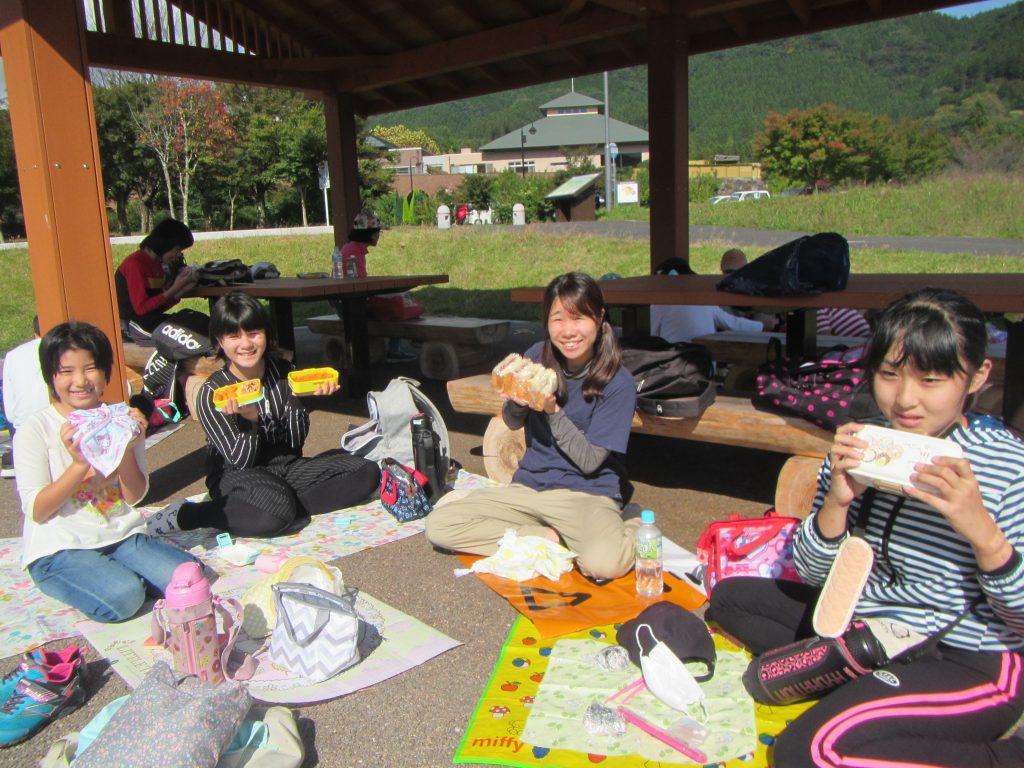 横川ハイキング みんなで食べるお弁当は美味しかったです。