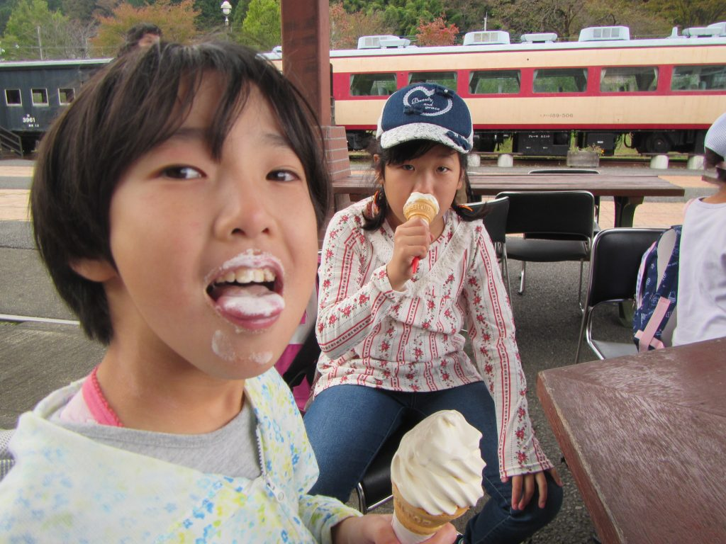 横川ハイキング たくさん歩いた後のソフトクリームは美味しい♡♡♡