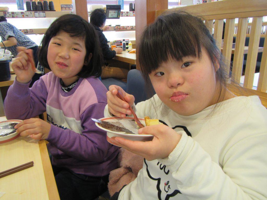 どんどんクラブパフォーマンス大会 ご褒美のお寿司はおいしいです。