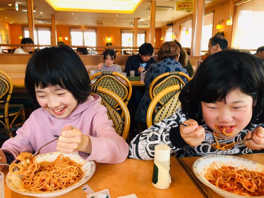 マナー学習 レストランでお行儀よく食べよう。