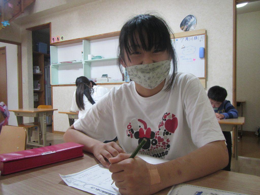 学習の様子 毎日1時間、勉強です。