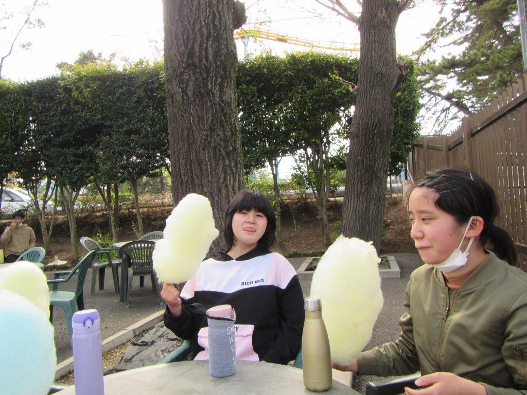 華蔵寺公園 休憩、おやつは綿菓子。