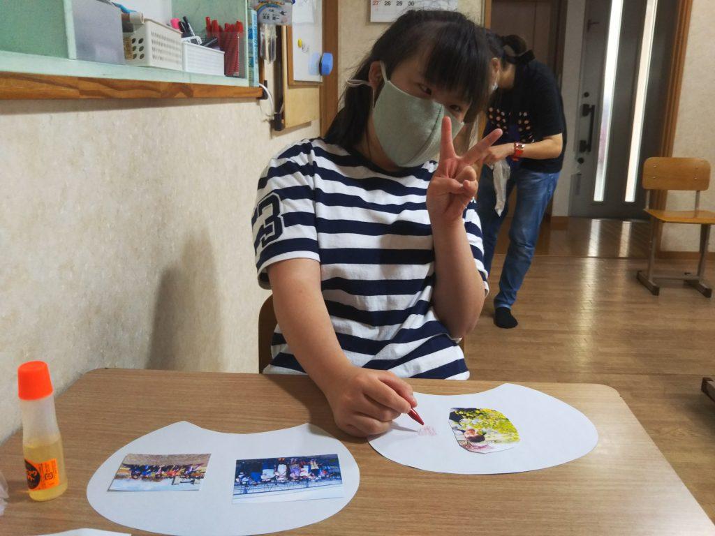 うちわを作ろう 写真を貼って、絵、文字、模様を描こう。