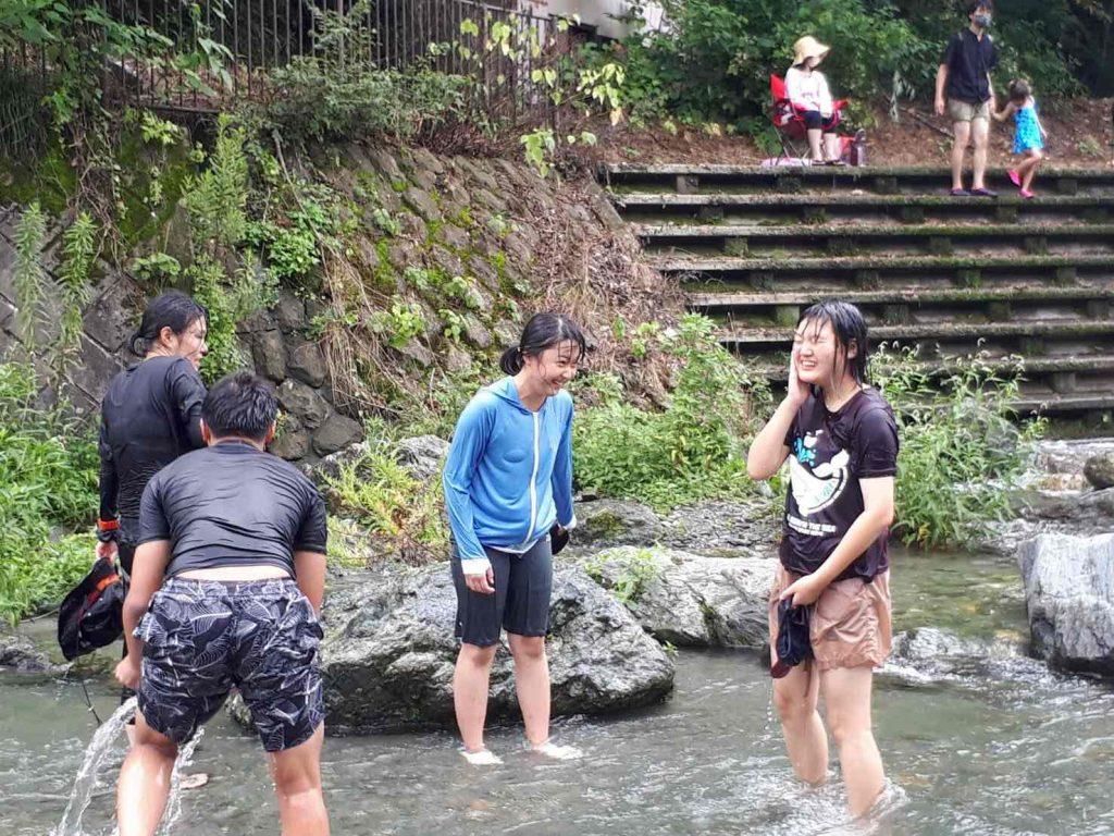 夏の思い出 川遊び 冷たい水は暑さを忘れます。