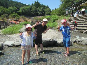 夏の思い出 川遊び 今年も川に来ました。初めての友だちは、少しドキドキ。