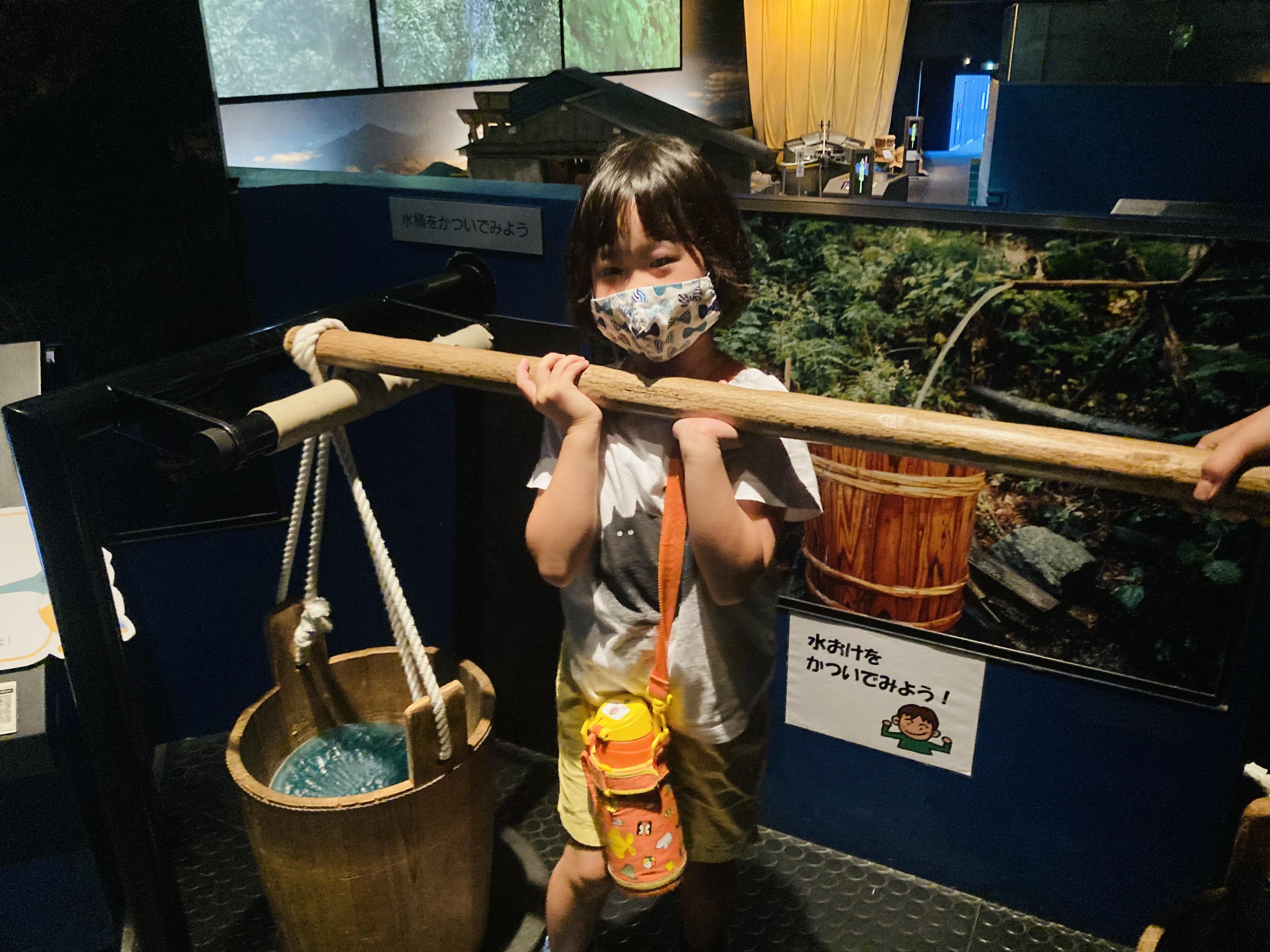 夏の思い出 川の博物館 水を運ぶの大変。